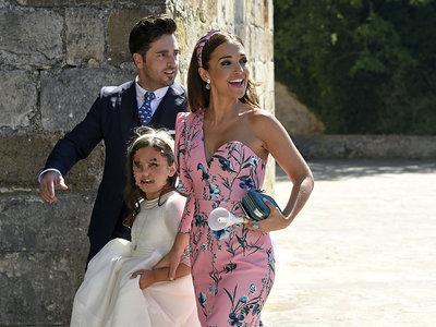 Paula Echevarría eclipsa en la Primera Comunión de su hija Daniella, así es el look que ha elegido