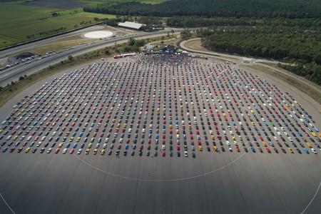 Bélgica le roba a México el récord por la caravana más grande de Mustang
