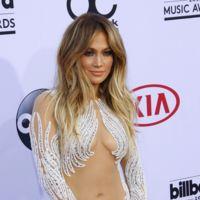 J.Lo y Britney Spears pisan la alfombra roja de los Billboard 2015 de largo. ¿Dónde está el gusto? En casa