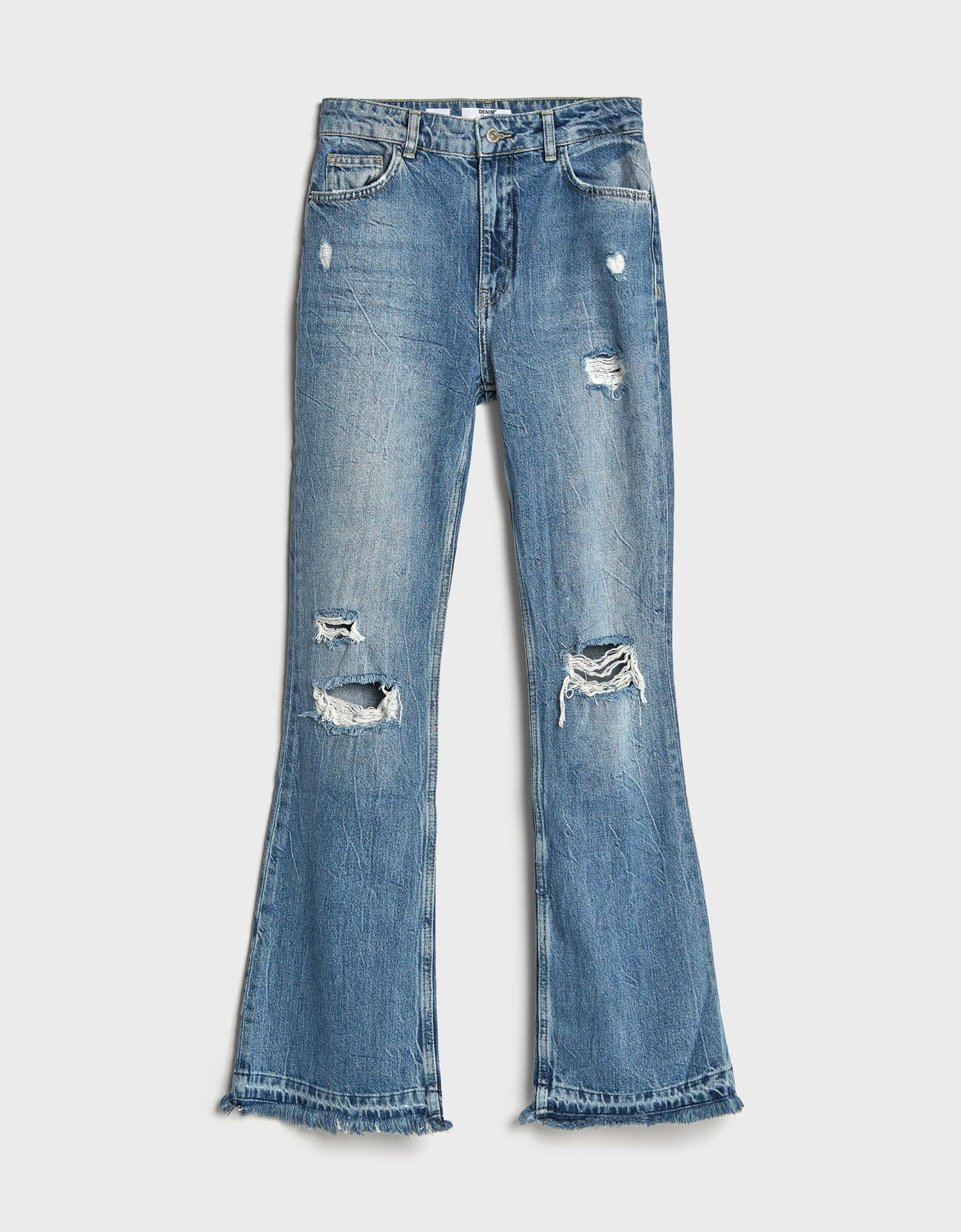 Jeans flare rotos.