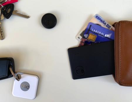 Parece una tarjeta más pero en realidad es un localizador TILE para tu cartera: lo hemos probado