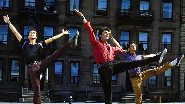 Secuencia de baile inicial con George Schakiris.