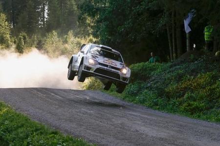 Rally de Finlandia 2014: Jari-Matti Latvala salva el liderato ante un incisivo Ogier