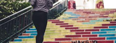 Una rutina de entrenamiento HIIT al aire libre que puedes hacer sin material