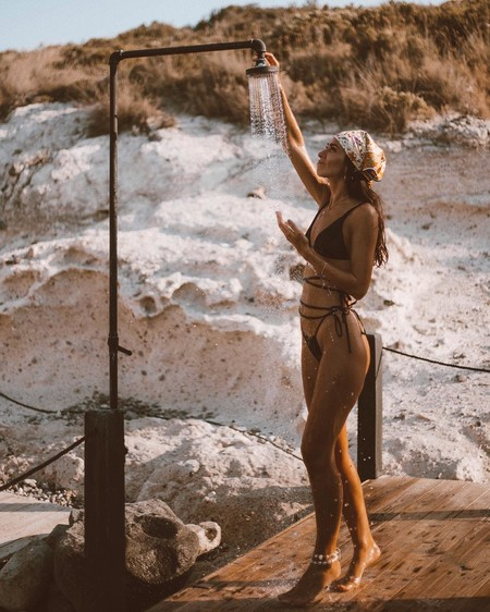 Los bikinis con tiras extralargas para cruzarlas por el cuerpo son tendencia y estas propuestas nos lo demuestran