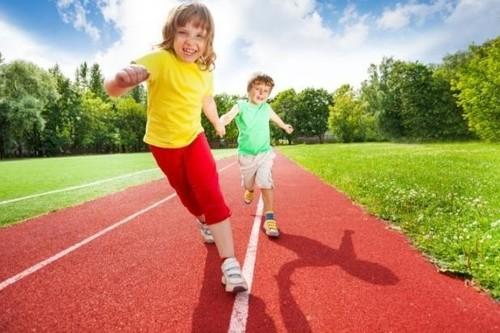 ¿Tu hijo no se cansa nunca? La ciencia explica por qué los niños parecen tener energía ilimitada
