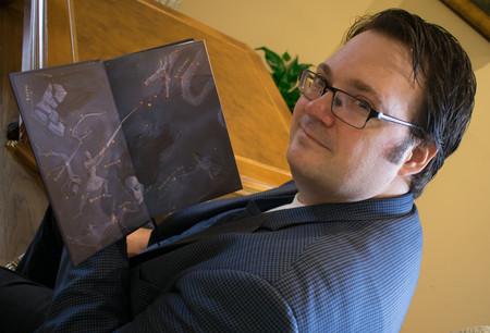 Brandon Sanderson destripa el Cosmere, su técnica narrativa, que incluye una hoja de Excel, y el momento que lo convirtió en escritor