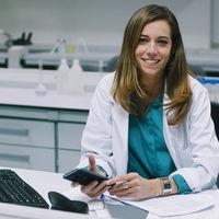 """Esther Holgado, oncóloga: """"Vamos hacia la medicina hiperpersonalizada: se tratará a cada persona según sus rasgos genéticos"""""""