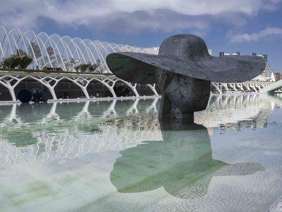 "Descomunales esculturas ""invaden"" la Ciutat de les Arts de Valencia: ¿cuál ha llegado para quedarse?"