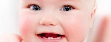 Sí, hay que cepillar los dientes del bebé desde que sale el primero