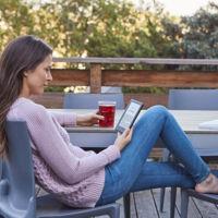 Para tus lecturas veraniegas: el nuevo Kindle es más ligero y libre de reflejos