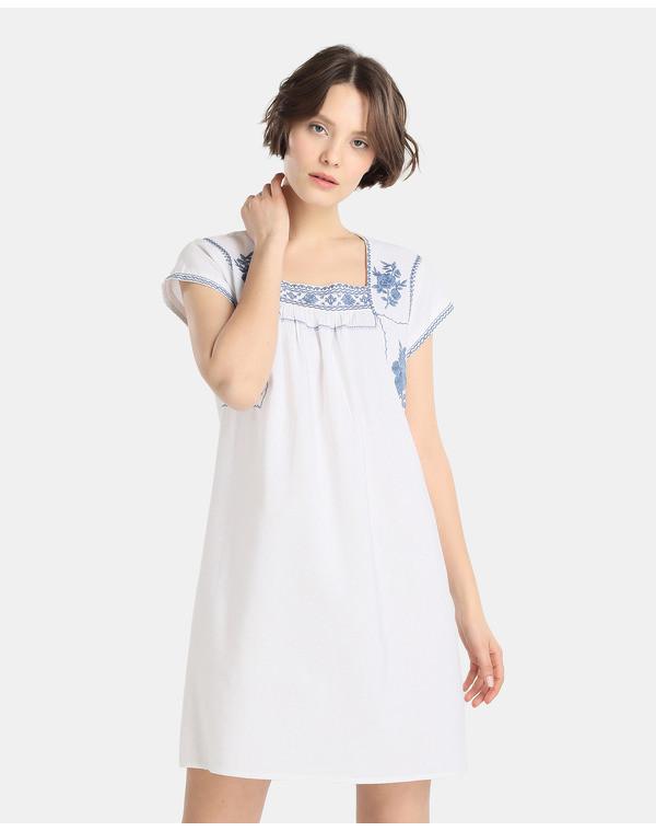 Foto de Vestidos blancos bohemios en moda UNIT (1/5)