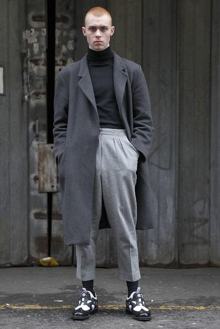 El Mejor Street Style De La Semana Se Inspira En El Urbanismo Y Los Grises De La Ciudad 06