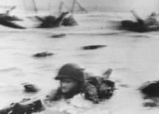 TIME celebra la proeza que realizó Robert Capa durante el desembarco en Normandía