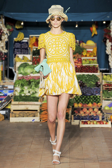 Foto de Moschino Cheap and Chic Primavera-Verano 2012 (19/28)