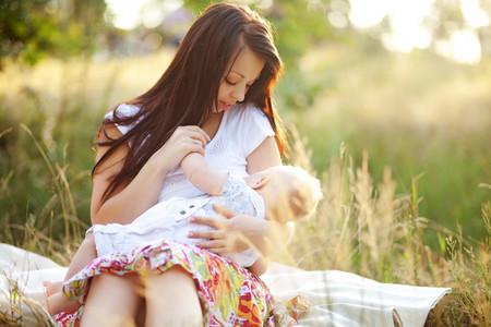 La lactancia materna durante seis meses ayudaría a frenar el cambio climático y supone un ahorro de más de 100 kg de CO2 por bebé