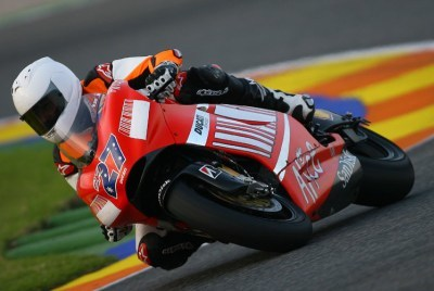 Michael Schumacher probó la Ducati Desmosedici GP7