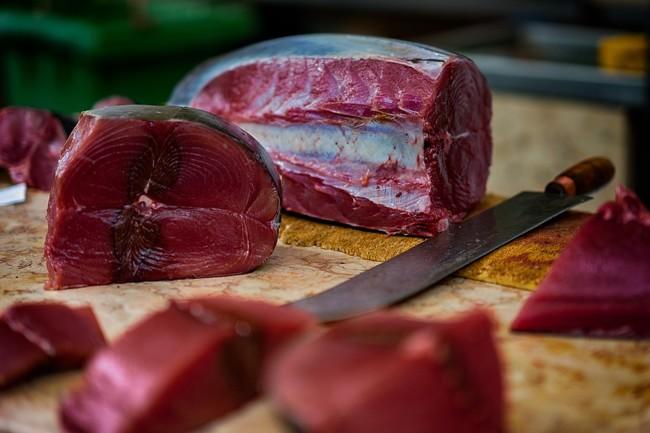 Más de 79 personas detenidas en una red de venta de atún rojo ilegal (y en mal estado)