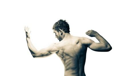 Cómo cuidar los hombros al entrenar