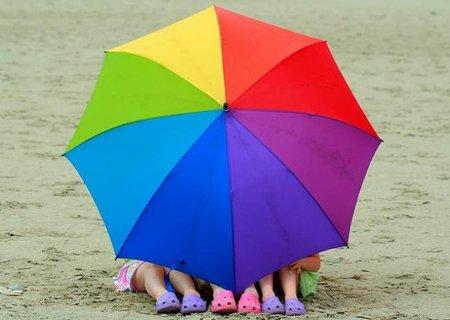La vida es de mil colores, pequeño: cómo enseñarle a distinguirlos y que se divierta