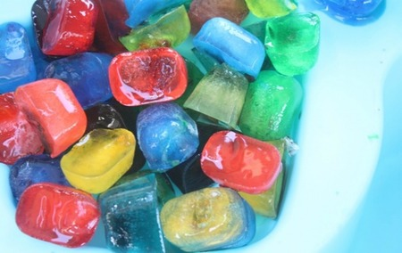 Actividades para niños: pintar con hielo de colores