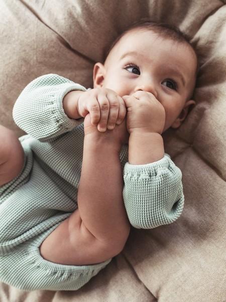 La canastilla 'low cost' del recién nacido: 51 prendas esenciales de primavera para la llegada de tu bebé