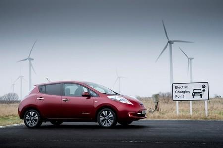 ¿Regala Nissan realmente la base mural de recarga con la compra del Nissan LEAF?