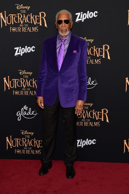 Morgan Freeman Domina El Color Del Ano Y Se Enfunda En El Poder Del Ultravioleta 2