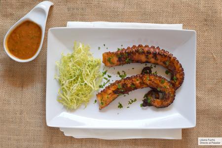 Pulpo a la parrilla con salsa picante: receta rápida para una explosión de sabores y texturas