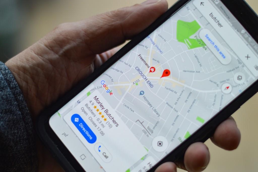 Trayectos iluminados y calles principales: así quieren Google Maps y Citymapper hacer nuestras rutas más seguras