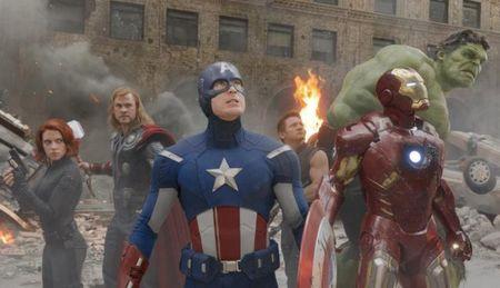 Los niños salen de Los Vengadores (The Avengers) diciendo: y tú, ¿a quién te pides?