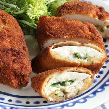 Pollo a la Kiev: receta ultrajugosa de pechugas de pollo rellenas de mantequilla