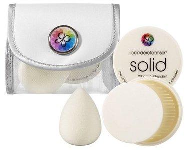 Beautyblender lanza su huevo maquillador en blanco