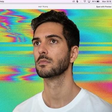 La improvisación musical de Christian Flores sobre un escenario demuestra que su arte va más allá de los vídeos