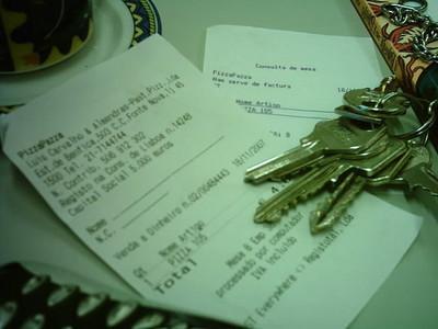 ¿Debe el autónomo emitir factura por todas sus percepciones?