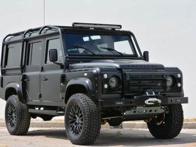 Hay que hacer algo con este Land Rover Defender. ¿Y si le ponemos el motor de un Corvette?
