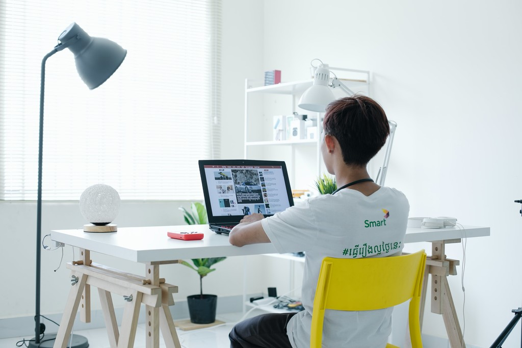 En busca de una mesa para trabajar en casa: consejos, recomendaciones de ergonomía y nueve escritorios desde 50 euros