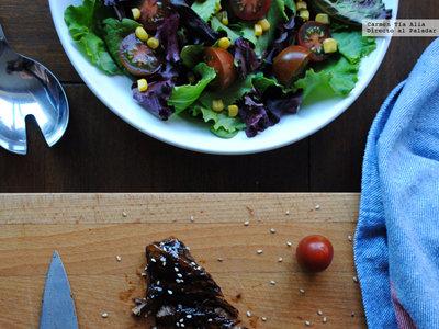 Costillas al horno glaseadas con miel de ajo negro: receta para chuparse los dedos