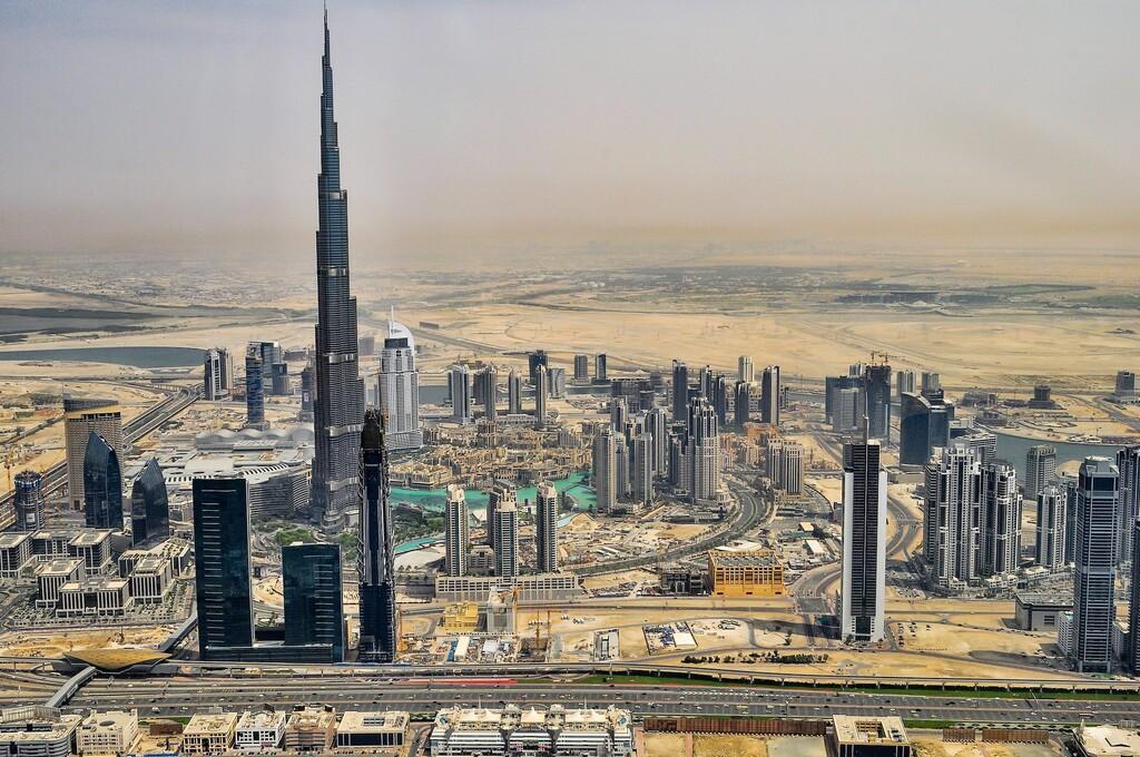 Con drones y descargas eléctricas Emiratos Árabes está consiguiendo que llueva en pleno desierto con 40 °C de temperatura