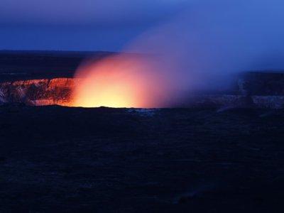 Cómo se ve la erupción de un volcán desde un dron