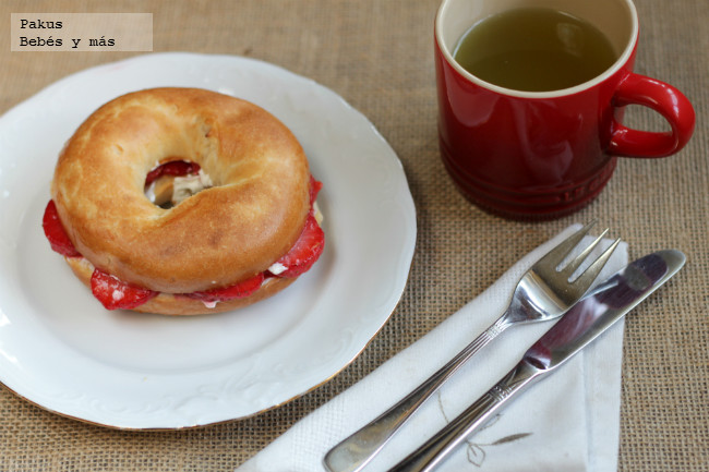 Receta De Bagels De Fresas Y Queso Crema Para El Desayuno