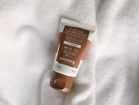 Nace un imprescindible: Super Soin Solaire Teinté SPF 30 de Sisley te cambiará el concepto de maquillaje solar