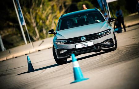 La escuela de conducción de Volkswagen o cómo mejorar al volante de los Golf GTI y R o ID.3: fechas y precios