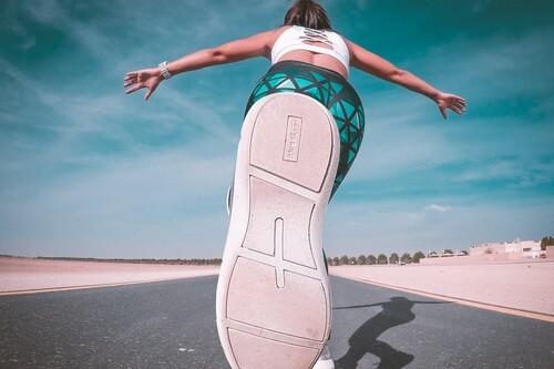 Chollos en tallas sueltas de ropa deportiva con camisetas, sudaderas o pantalones Nike, Adidas o Reebok rebajados en Amazon