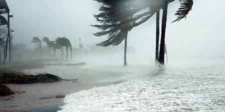 Mercedes y Volvo cierran plantas ante la llegada del huracán Florence