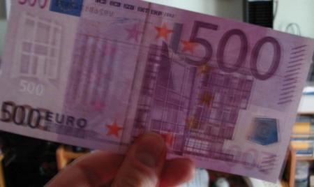 Un vecino de Carratraca reparte una propina de 10.000 euros con sus vecinos