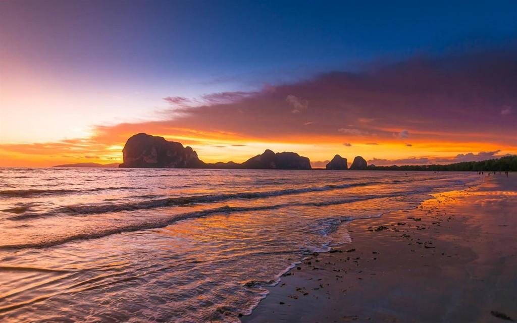Microsoft lanza Beach Glow, un paquete con 18 fondos de pantalla en alta solución para personoficar la pantalla de vuestro PC