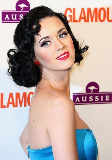 Katy Perry se pasa al look Pin-Up