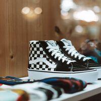 La tienda española que vende en eBay zapatillas de marca con hasta un 40% de descuento: Vans, Le Coq Sportif, New Balance y más