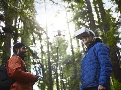DJI quiere cambiar la forma en la que volamos un drone gracias a estas gafas con vista en primera persona